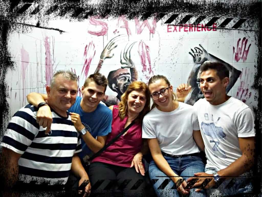 Pedro, Eric, Carmen, Sara y Jona realizando saw experience